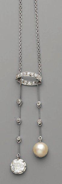 PENDENTIF bayadère 1925, en platine, perles...