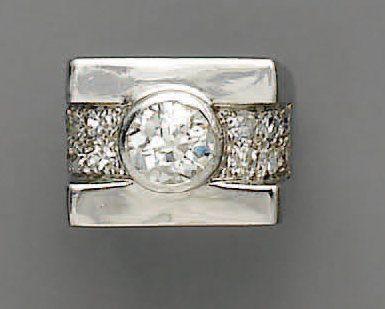 BAGUE diamant (1,30 ct) et brillants, en...