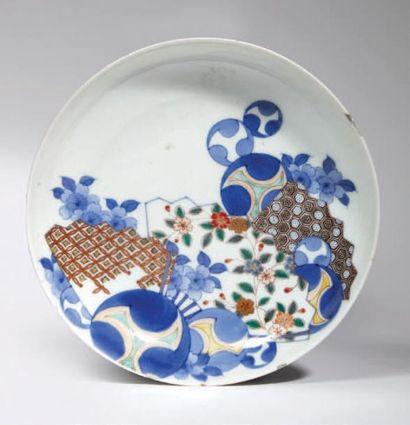 JAPON, dans le style NABESHIMA Fin XIXe/Début XXe siècle