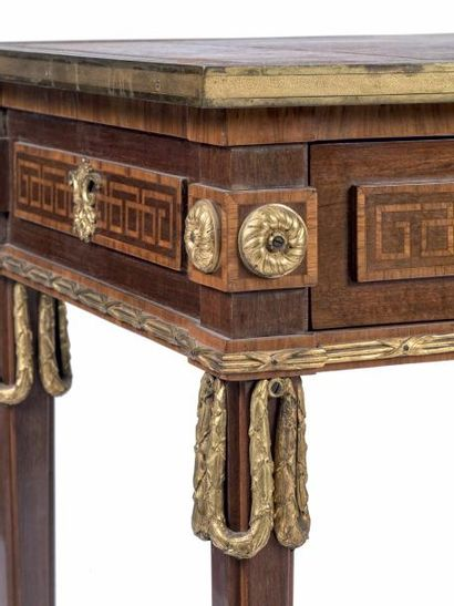 Attribué à René DUBOIS (1737-1799) Table à écrire en acajou et placage d'acajou à...