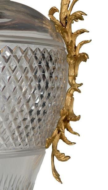 BALDI, Florence Paire de spectaculaires vases et colonnes en cristal taillé à riche...