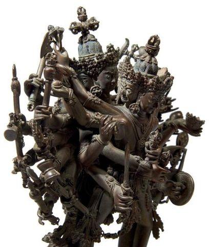 TIBET Statuette en bronze de divinité courroucée à quatre têtes et vingt-quatre...