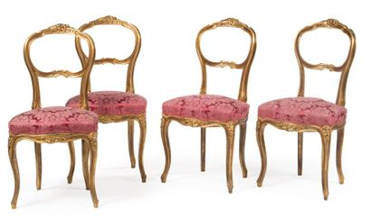 Suite de quatre chaises en bois doré et vernis...