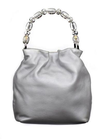 CHRISTIAN DIOR Petit sac porté main en cuir métallisé argent, poignée en perles du...
