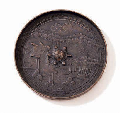 JAPON Epoque MUROMACHI (1333 - 1573) Miroir en bronze à décor ciselé de grues parmi...