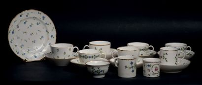 Ensemble de porcelaines à décor polychrome...