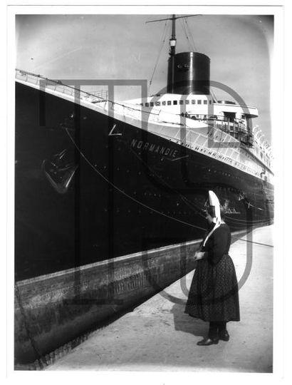 Onze photos originales dont 6 par KEYSTONE,...