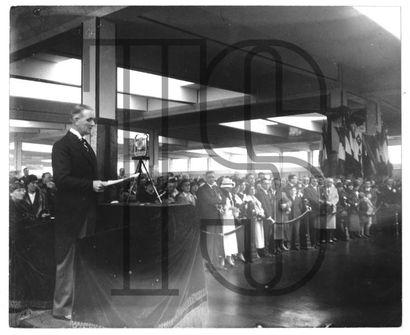 Treize photos retirages et originales inauguration,...