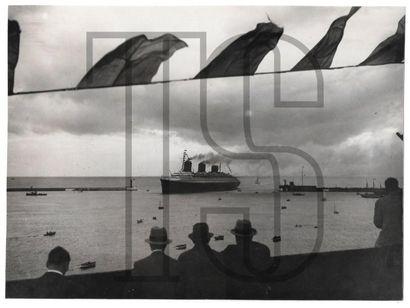 Neuf photos originales dont certaines KEYSTONE....