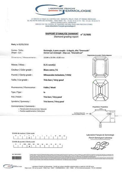 Bague en or gris 18K (750°/00) et platine (950°/00) ornée d'un diamant taillé en...