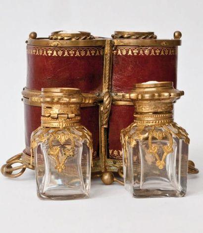 COFFRET DE DEUX FLACONS: Contenant deux flacons...