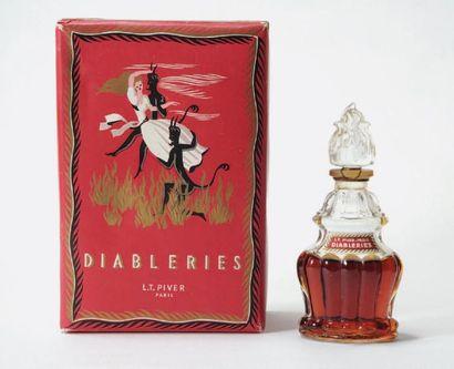 L. T PIVER « Diableries » Flacon en verre de forme circulaire. Bouchon ogive. Étiquette...