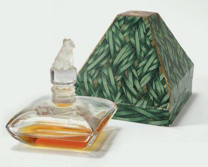 D'ORSAY « Toujours fidèle » Flacon en cristal. Bouchon cylindrique surmonté d'un...