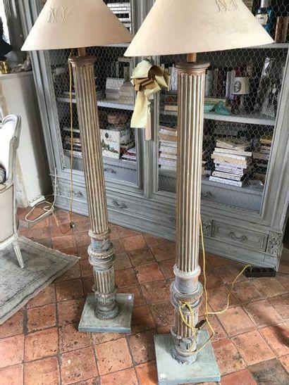 Paire de colonnes de style Louis XVI formant lampadaire