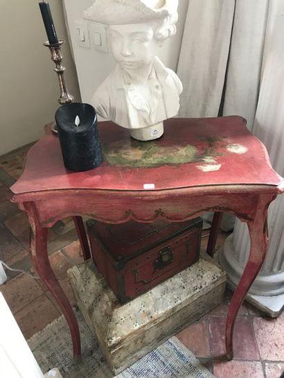 Petite table en bois laqué rouge,  guéridon...
