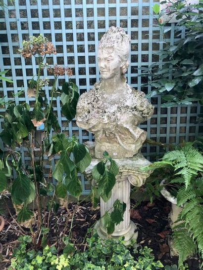 Buste décoratif sur son piédestal
