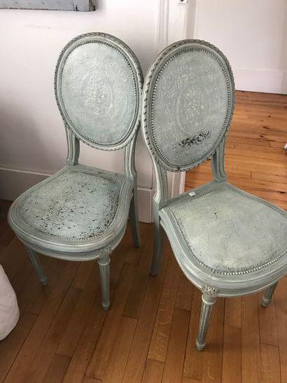Paire de chaises en bois laqué bleu