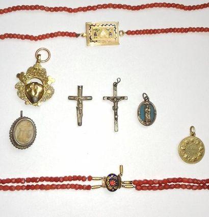 Ensemble de bijoux anciens en or jaune 18K...