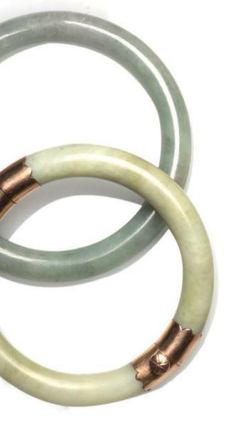 Deux bracelets joncs jade jadéite dont l'un...