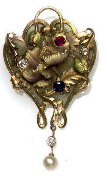 Broche formant pendentif Art Nouveau à motif...