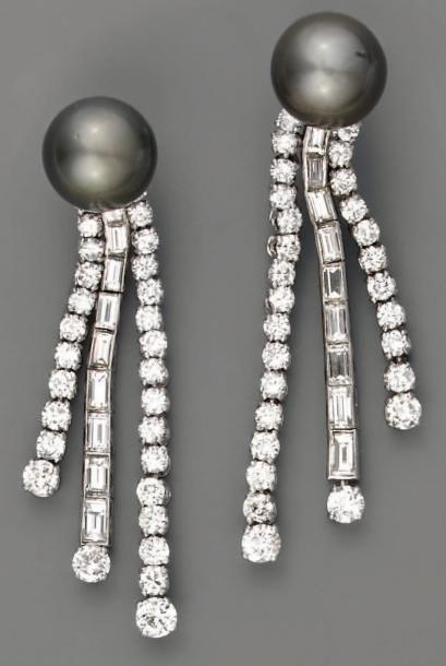 Pendants d'oreilles, perles de culture noire...