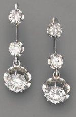 Pendants d'oreilles 1925, en platine et diamants