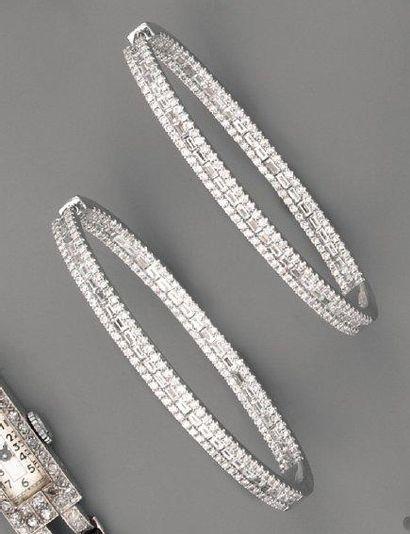 Créoles, en or, diamants baguette et brillants...