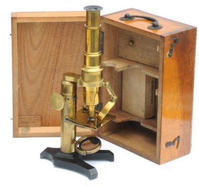 Petit microscope en laiton complet de ses...