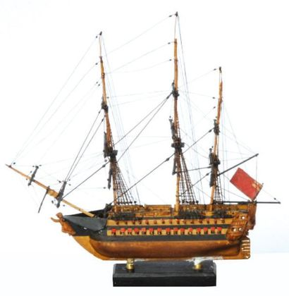 Maquette miniature en buis d'un navire de...