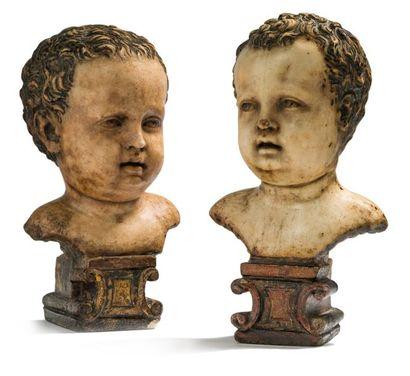 Paire de bustes de putto en marbre, chacun...
