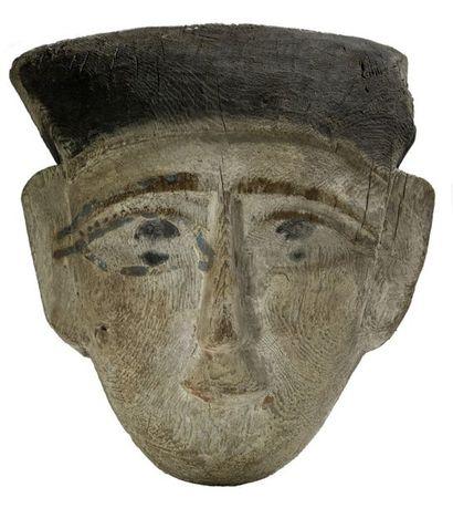Masque de sarcophage en bois polychrome Egypte,...