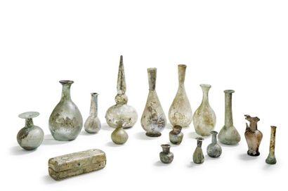 Lot de flacons en verre Epoque romaine et...