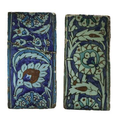Deux carreaux de revêtement de frises à décor...