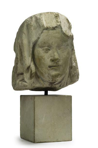 Tête de sainte femme Sculpture en pierre...