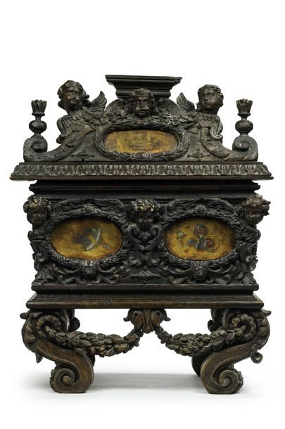Coffret reliquaire en forme de sarcophage...