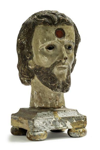 Petite tête reliquaire en bois polychrome....