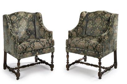 Paire de fauteuils à joues Dossier plat galbé....