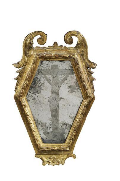 Christ en croix gravé sur fond de miroir...