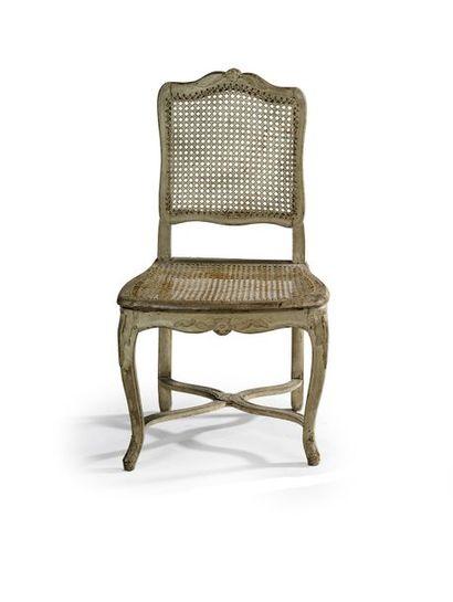 Chaise à fonds de canne en bois sculpté et...