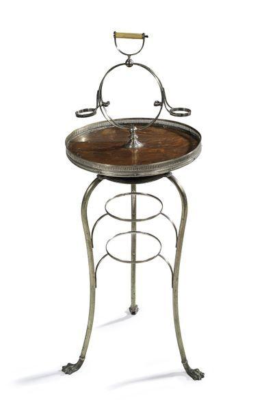Table d'appoint circulaire en bronze argenté....