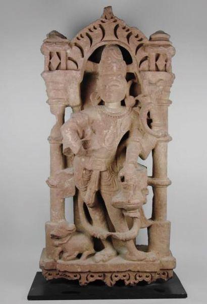 INDE Shiva à quatre bras sous une arche, porte une tiare, un cordon sacré, des bracelets...
