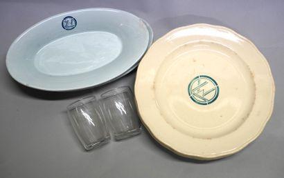 卧车公司  餐馆车的餐具和玻璃器皿在大型豪华快车上流通的会议  - 一套13个盘子...