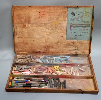BOX OF PASTELS FOR ARTISTS  Wood, rectangular...