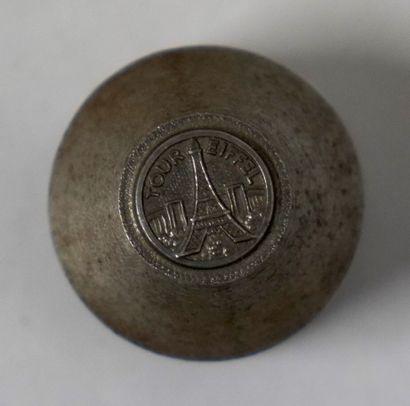 POINÇON D'EMBOUTISSAGE  Fer, de forme cylindrique,...