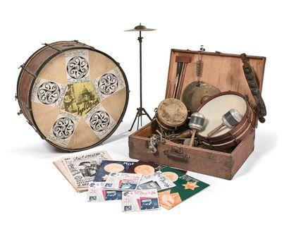 乐器的团聚  属于吟游诗人布里兹-伊泽尔的作品  包括:  - BASS DRUM.标有保罗-博舍尔,巴黎。...