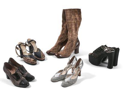 露西-多莱恩小姐的鞋子  - 克里斯蒂安-迪奥的鞋子  一对露趾高跟鞋  蓝色皮革,皮革脚踝带系。...