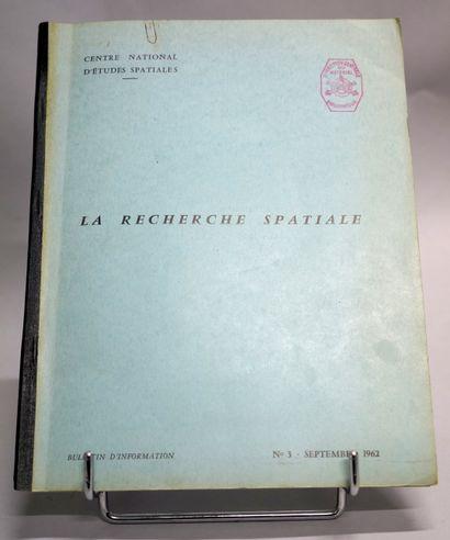 [CENTRE NATIONAL D'ÉTUDES SPATIALES]. SIMONE...