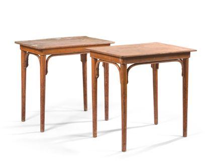 DEUX TABLES D'UN HÔTEL PARISIEN  Bois, le...
