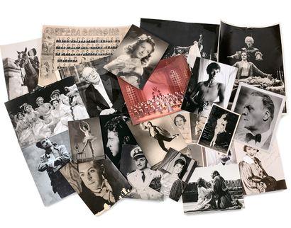 巴黎喜歌剧院明星照片的重要会议,巴黎  有些人签了字。演员、歌手、舞者,三张专辑和大宗。...