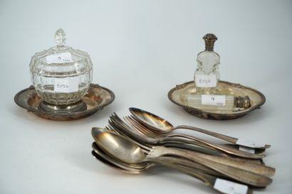 Deux flacons à sel en verre, monture en argent,...